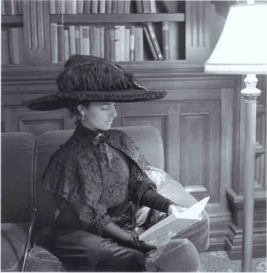 Hotel del Coronado-Kate Morgan reading
