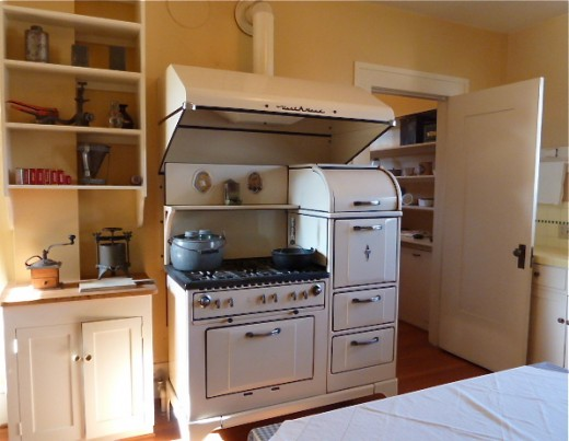 Kitchen with a classic stove in the Marston House.