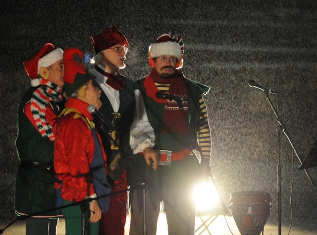 Holiday Fun at Mt. Helix Annual Christmas Caroling in San Diego's East County