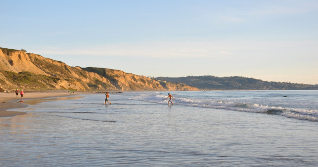 Swimmers-at-Blacks-Beach-1200x630
