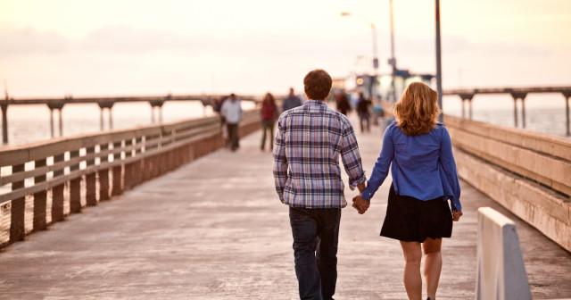 couple-on-pier-1200x630